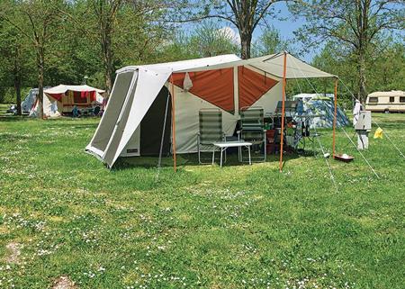 Camping parco delle piscine stacaravan tent staanplaats for Camping le piscine sarteano
