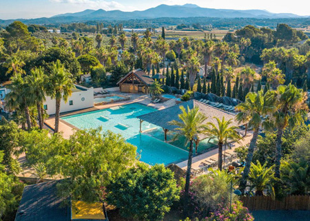 Camping yelloh village le domaine du colombier for Camping var piscine bord de mer